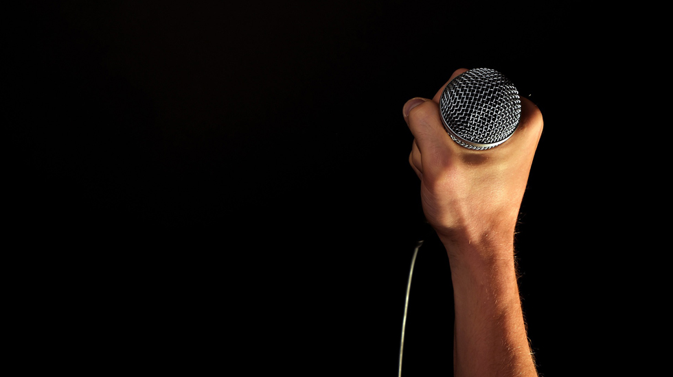 hand-microphone_Source_pixabay