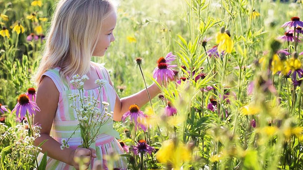 Mädchen_Blume_bearbeitet